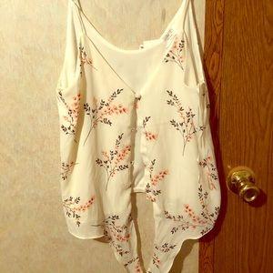 Sleeveless button up blouse !